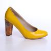 Pantofi cu toc din piele naturala lacuita, culoare galben si toc imbracat
