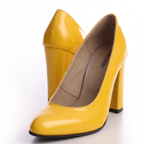 Pantofi din piele lacuita galbena cu toc imbracat