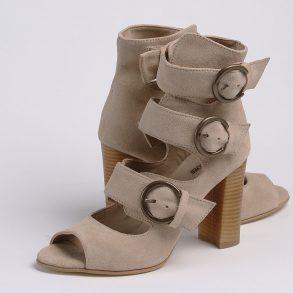 Sandale din piele intoarsa nude cu inchidere in trei catarame